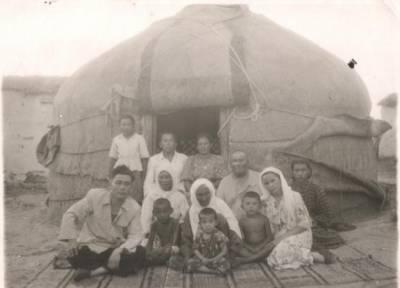 Хамит Ерғалиевтің анасы Бағдагүл немерелері арасында